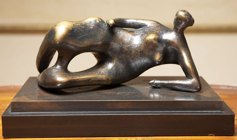 Henry Moore, Reclining Woman No 1 1980, Bronze