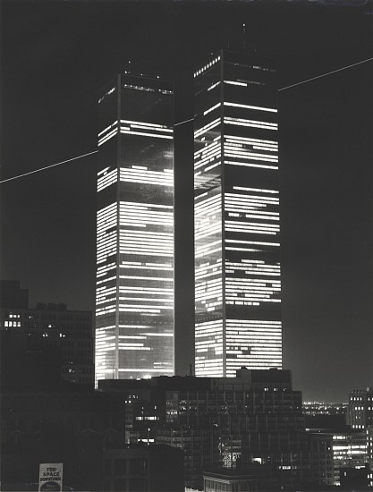 Monika Baumgartl, World Trade Center mit Flugschneise, New York / World Trade Center wiht Flight Path, New York 1978, Gelatin silver print (black & white)